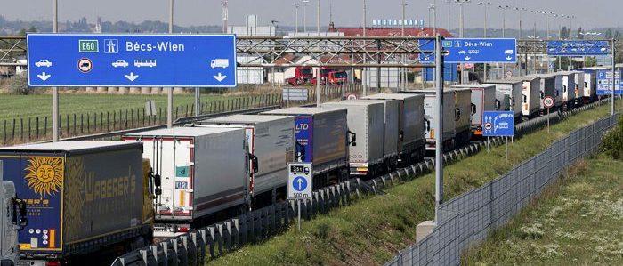 Camiones en caravana